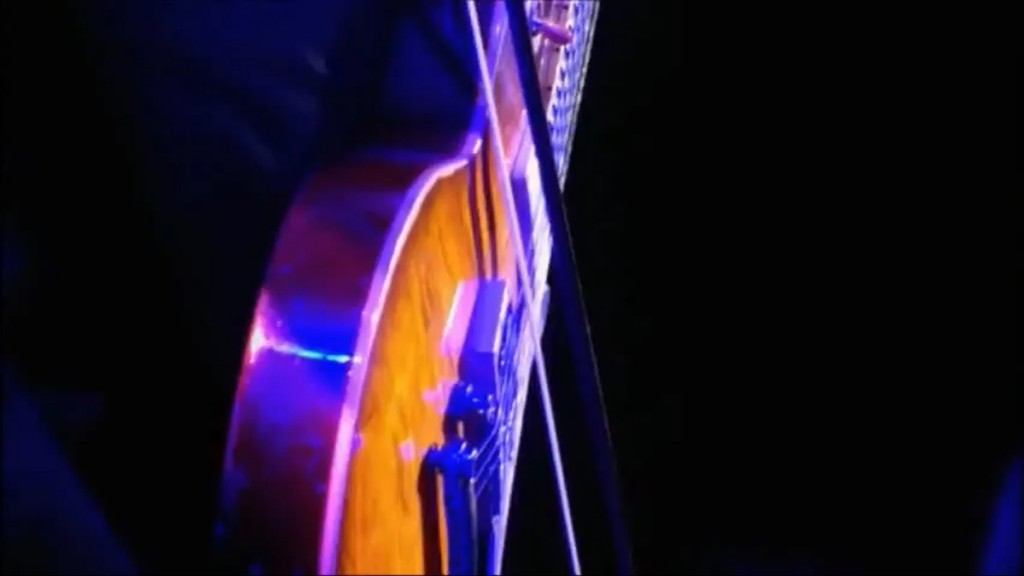 Led Zeppelin: Celebration Day: O2 Arena London, 2007-12-10: Jimmy Page mit Cello Bogen