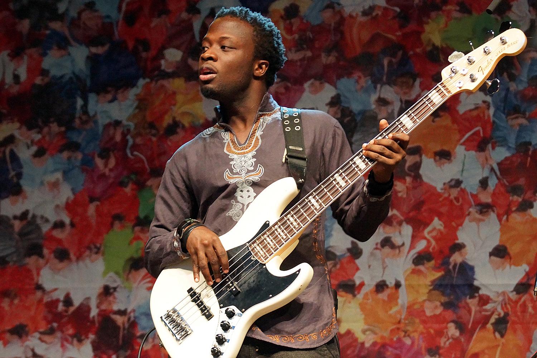 Bassist von Ebo Taylor: Bardentreffen 2014