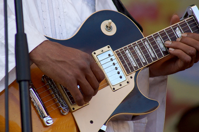 Gitarre von Tamikrest: Nürnberg Bardentreffen 2014