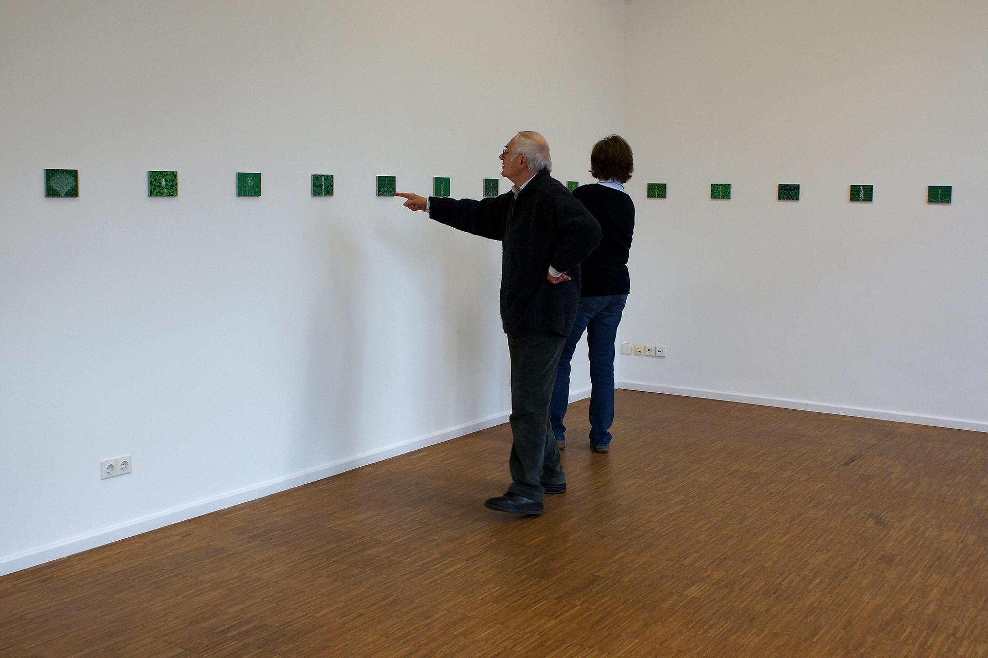 """Alexander von Falkenhausen: Besucher der Ausstellung """"Zeichen und Wunder 2"""" im Kunsthaus Nürnberg"""